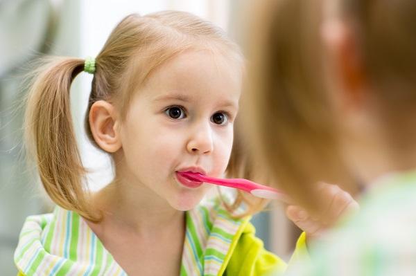 çocuklarda diş fırçalamak
